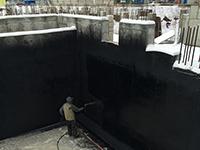 Нанесение битумно-полимерной мастики СЛАВЯНКА® обмазочная гидроизоляция